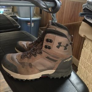 UNDER ARMOUR STORM WATERPROOF BOOTS 10 1/2 NICE !!